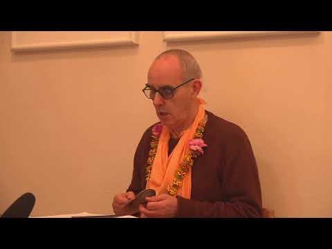 Morning reading with Sripad B. H. Mahayogi Maharaj